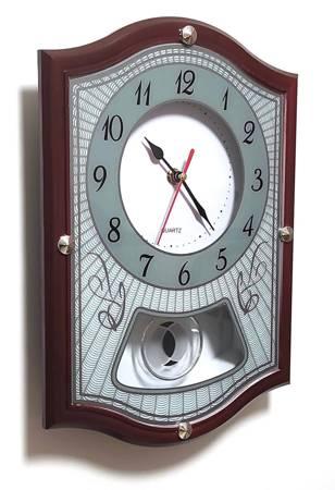 Zegar ścienny z wahadłem brązowy tworzywo 0270